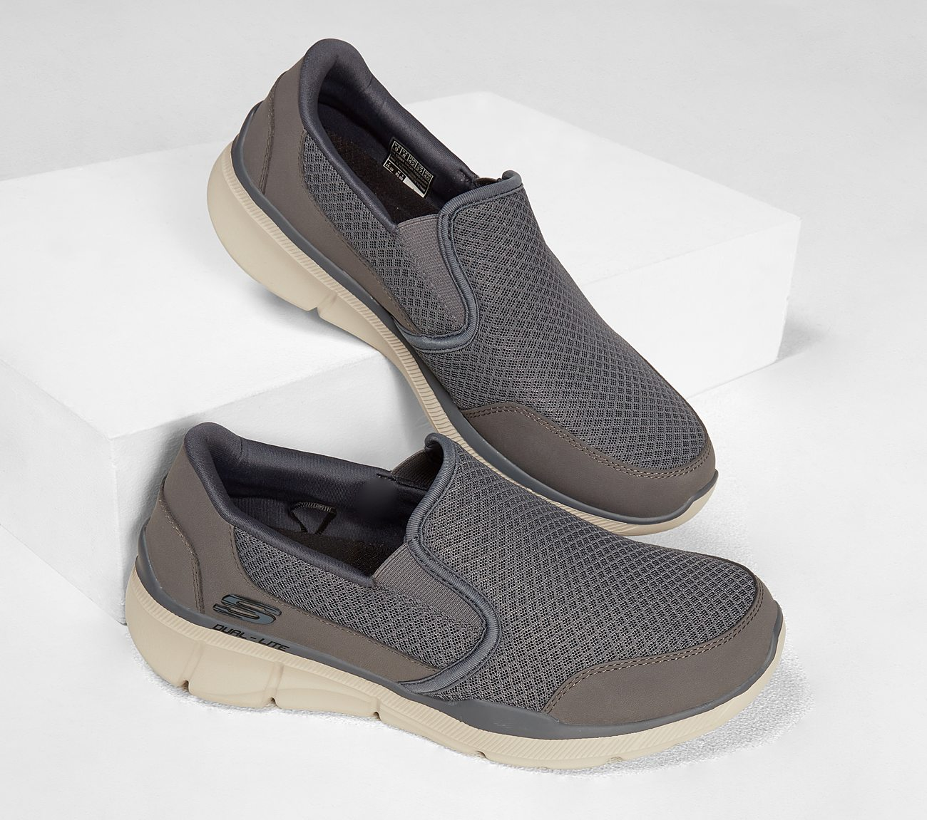 sketchers relaxed fit